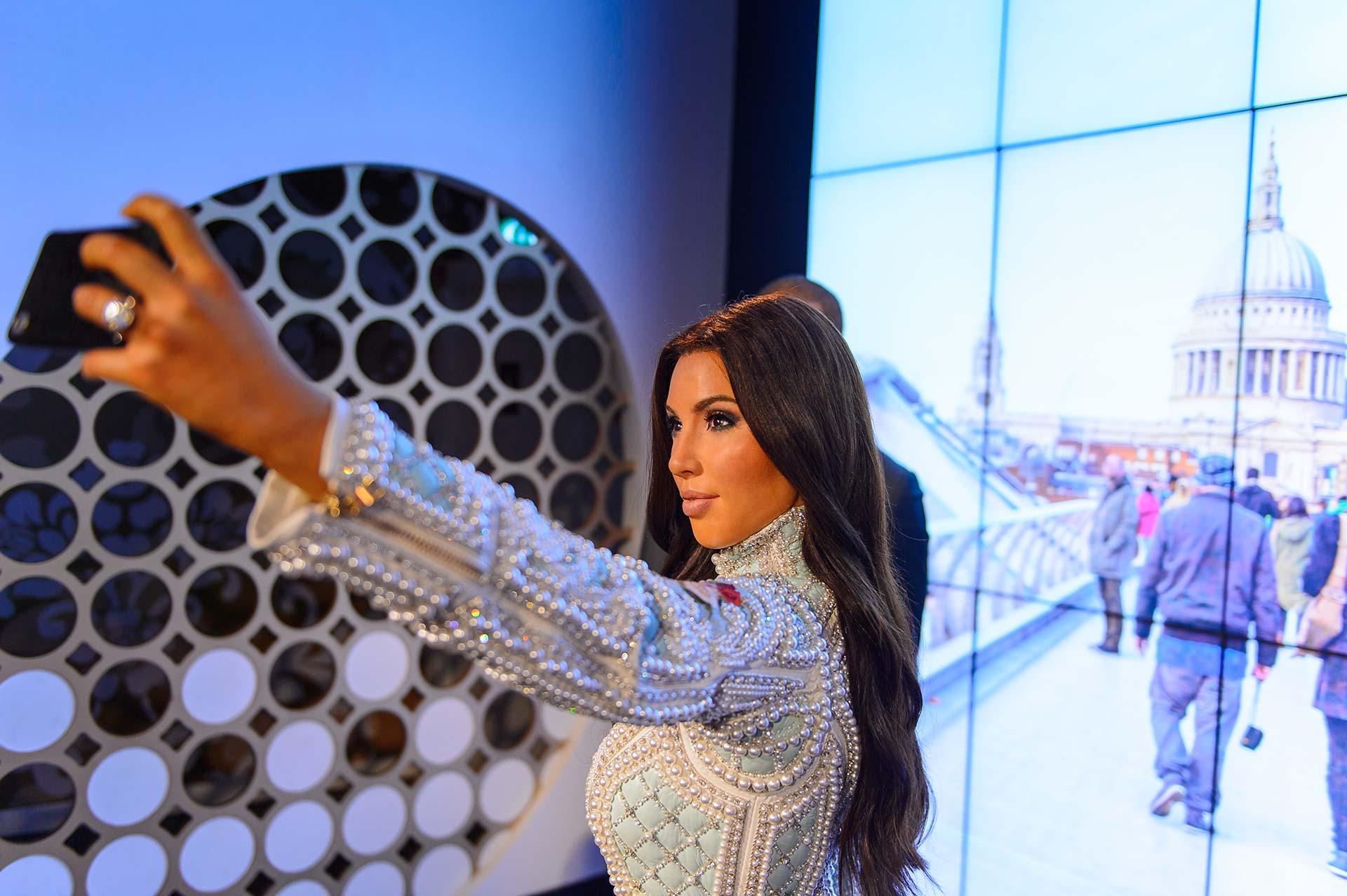 kim kardashian selfie instagram influenceur