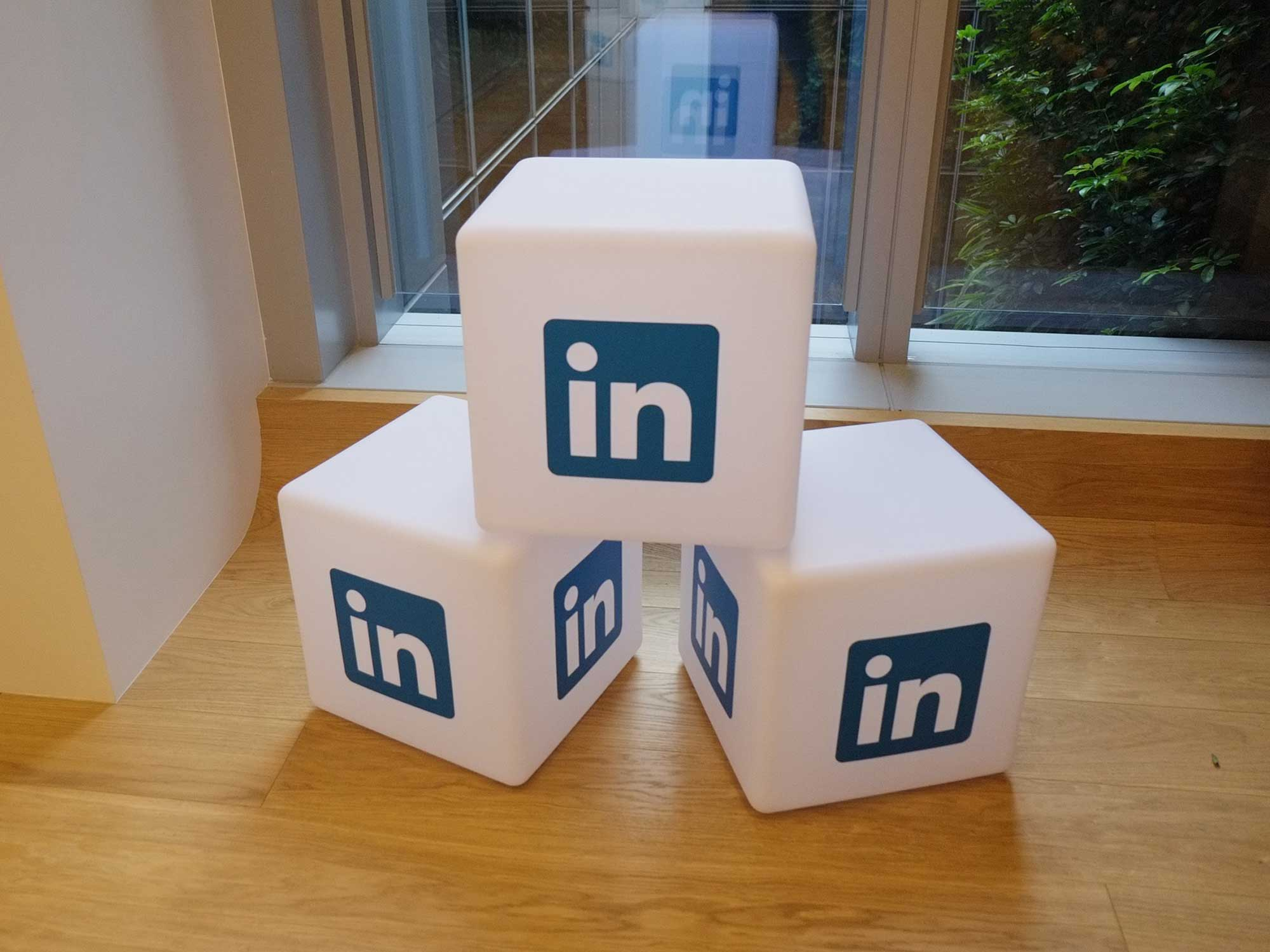 Rendre sa marque plus visible grâce à Linkedin Ads - Agence Sharing