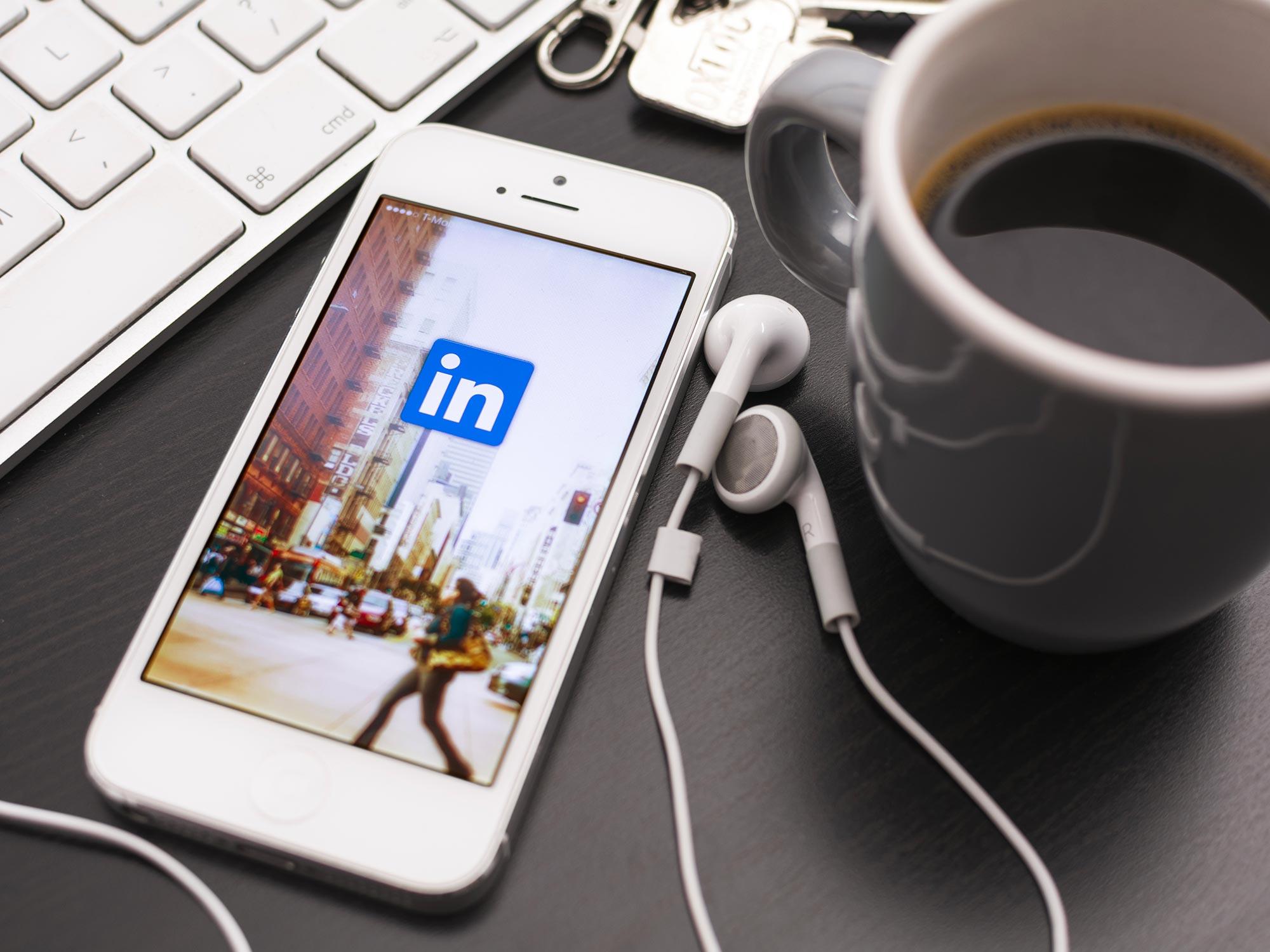 Astuces pour trouver des clients sur LinkedIn - Agence Sharing